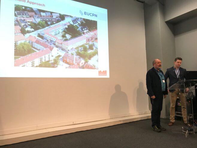 Hjalmar Falck och kommunpolisen Freddy Nilsson föreläser